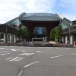 金沢駅で鼓門を見てから周遊バスに乗って観光した