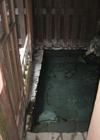風の谷の湯の半露天風呂の様子