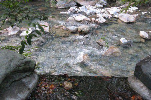 川沿いのお風呂の様子