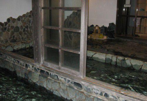 内風呂と露天風呂の境にあった扉