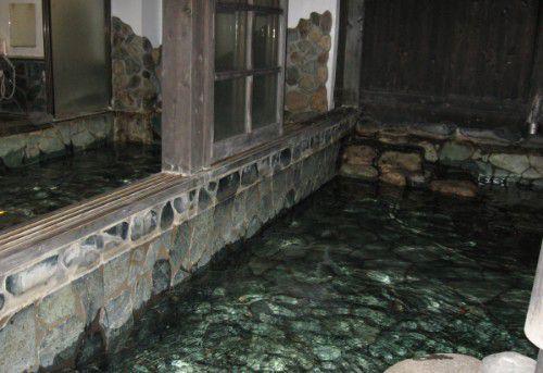 内風呂と露天風呂の様子