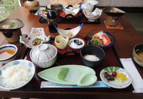 朝食の料理の数々