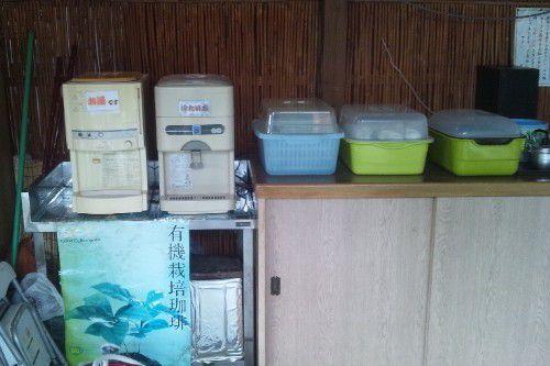 お茶や水のセルフコーナー