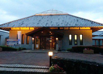 望郷の湯入口の建物の様子