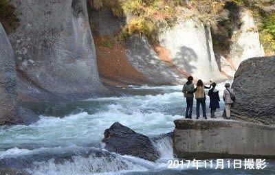 恐怖の吹割の滝遊歩道の様子