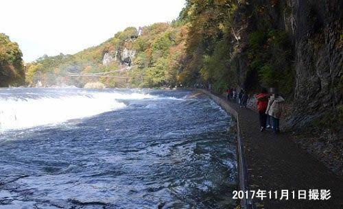 吹割の滝近くの遊歩道の様子