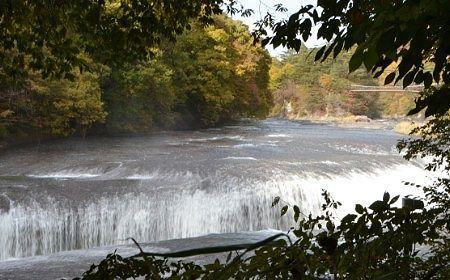 そば水石から見えた吹割の滝の絶景