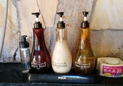 洗い場にあったPOLAのボディソープ、シャンプー、コンディショナー