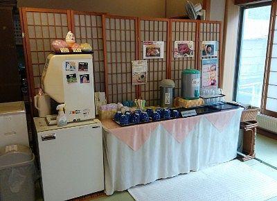 お茶とお水のセルフサービスコーナー
