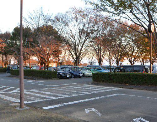 夕方の駐車場の様子