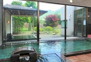 紫翠亭内風呂と露天風呂