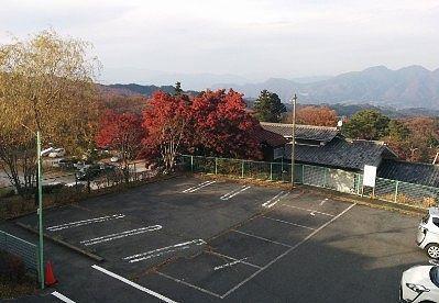 第2駐車場と奥の第3駐車場の様子