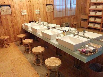 仁乃湯の洗面台の様子