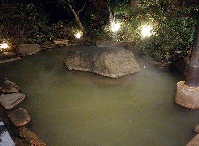夜の露天風呂の様子