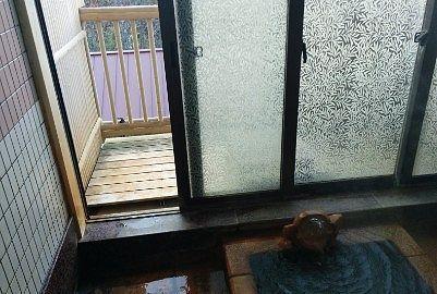 貸切風呂泉のガラス扉
