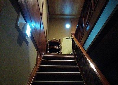 千明仁泉亭階段の様子