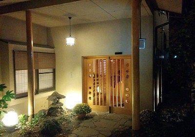 別館「鶴の居」玄関の様子