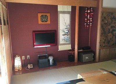 客室のテレビ周りの様子