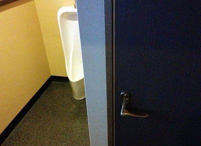 西館の男子トイレ