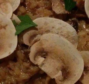 イタリア産ポルチーニ茸と数種のキノコのリゾット、秋の味覚栗を添えて