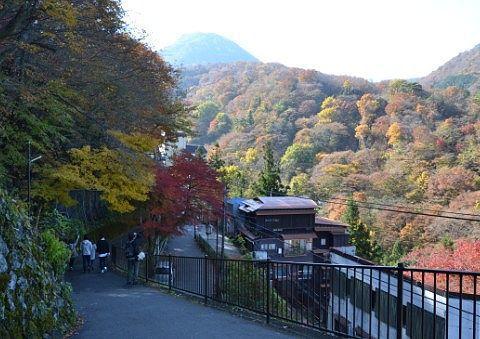 石段より上の秋の景色