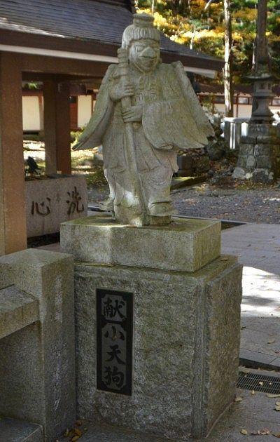 小天狗の像