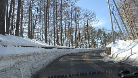 路肩に雪がある状態