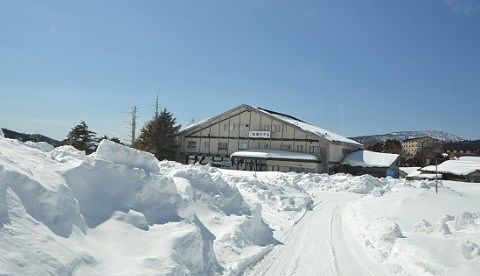 湯の花旅館へ向かう雪道の様子