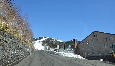 万座高原ホテル前の道路の様子