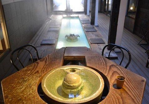 草菴の足湯カフェの様子
