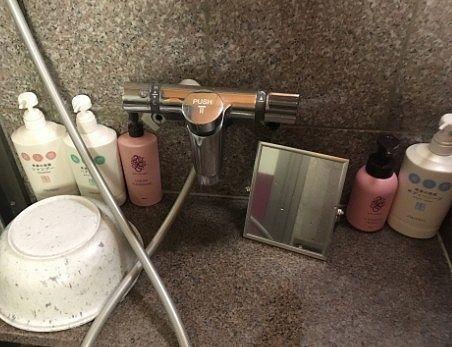 女湯洗い場のアメニティ