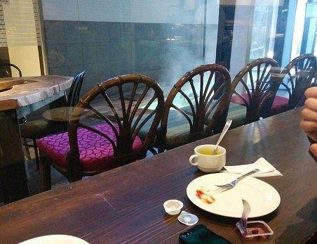 カフェのカウンター席