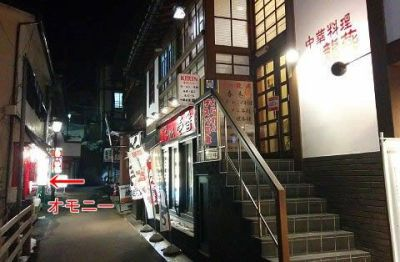 飲食店が並んでる路地