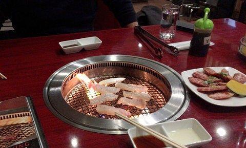 肉を焼いてる様子