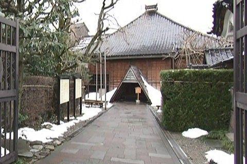 雪のある妙立寺