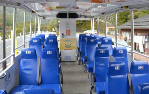 水陸両用バスの座席の様子