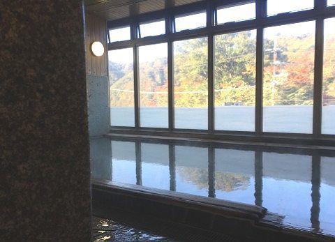 内湯と窓ガラス