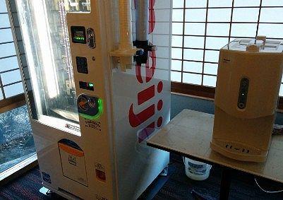 冷水機と牛乳の自販機