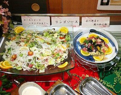 ローストビーフサラダ仕立て、彩野菜と鮪の和え物