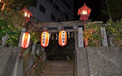 夜の老神温泉赤城神社の様子
