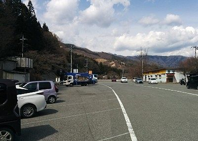 草木ドライブインの駐車場の様子