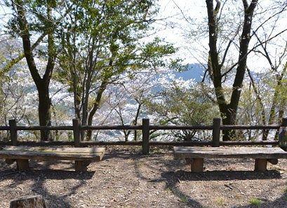 柄杓山頂上にあったベンチ