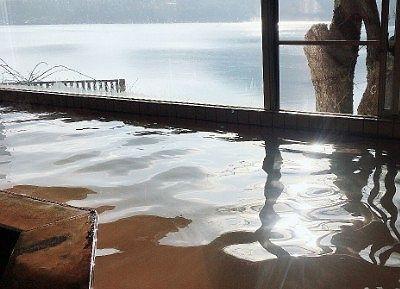 女湯から榛名湖の眺め