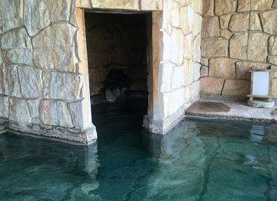 露天風呂の一画にあった洞窟風な場所