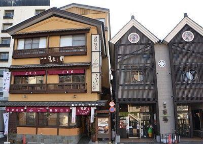 上州麺処平野家のあるお宿平の家の外観