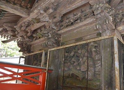 双龍門天井付近の彫刻の様子