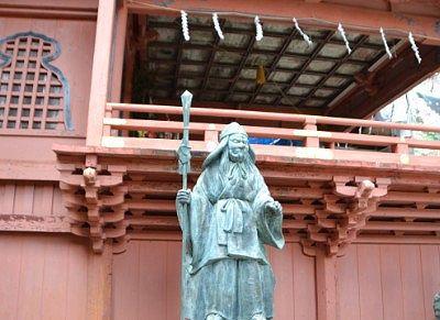 神楽殿横の天狗像