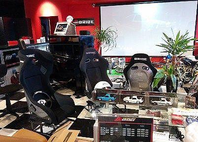 レーシングカフェ・ディーズガレージ(D'z garage)店内の様子