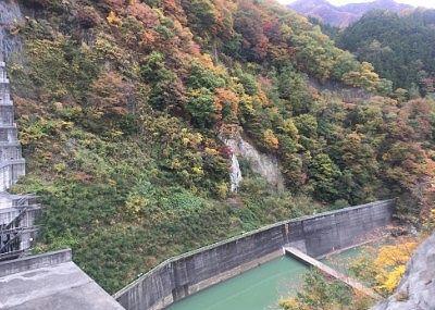 ダム下流側の景色