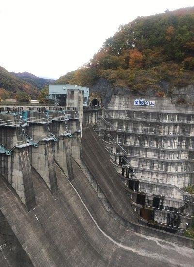 薗原ダムのコンクリート壁